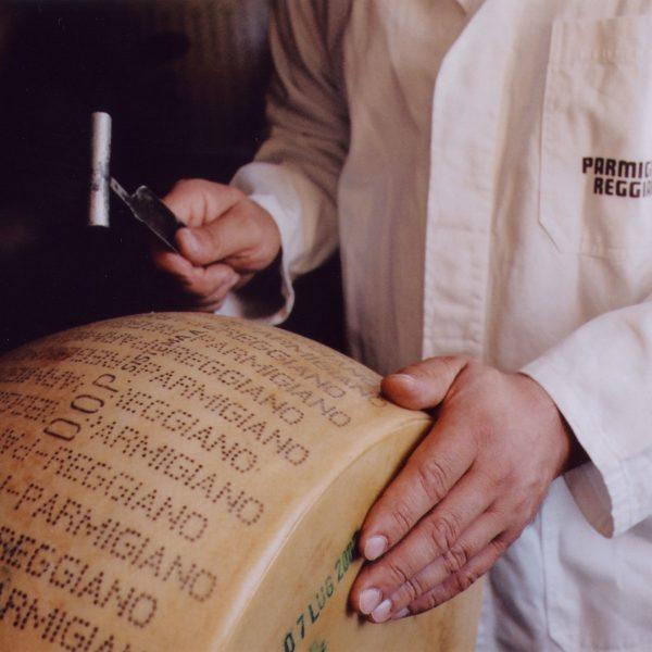 Parmigiano-Reggiano espertizzazione2